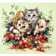 """Набор для вышивания крестом Чудесная игла """"Милые создания"""""""